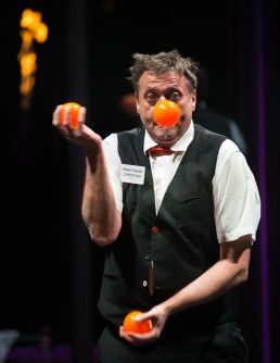Crazy Waiter Juggling Showact - seen by streb
